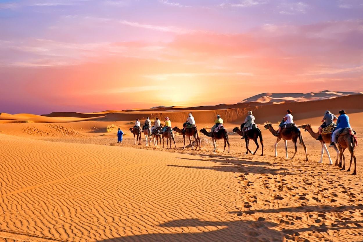 desierto-sahara-camellos-viaje-turistas